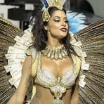 Entretenimento - Flagras do Carnaval 2016: Musas sensualizam em desfiles das Escolas de Samba de São Paulo; veja fotos