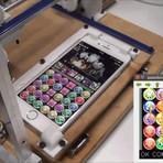 Tecnologia & Ciência - Este robot foi construido propositadamente para jogar PUZZLE & DRAGONS no iPhone