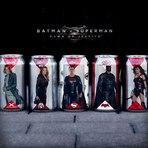 Cinema - Latas da Coca-Cola e Dr. Pepper travam batalha de super-heróis